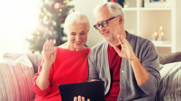 3 Ways to Connect With Loved Ones While Undergoing Cancer Treatment During the Holidays